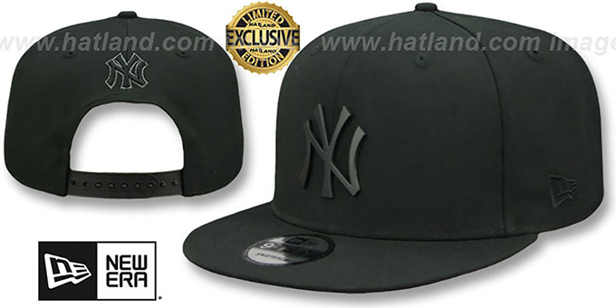 Yankees 'BLACK METAL-BADGE SNAPBACK' Black Hat by New Era : pictured without stickers that these products are shipped with