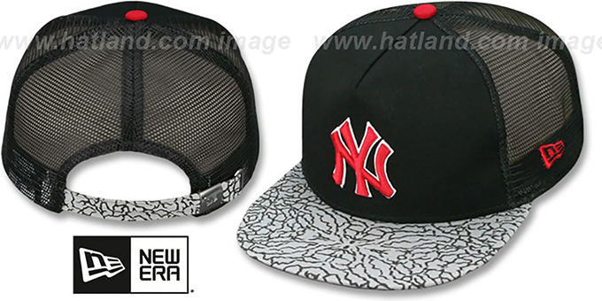 Yankees 'ELEPHANT-HOOK STRAPBACK' Hat by New Era : pictured without stickers that these products are shipped with