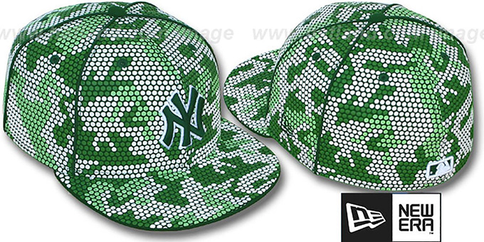 Yankees 'GREEN DOT-CAMO' Fitted Hat by New Era : pictured without stickers that these products are shipped with