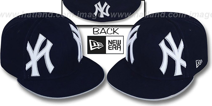 Yankees 'MIRROR PANELCUT' Navy Fitted Hat by New Era : pictured without stickers that these products are shipped with