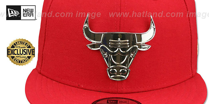Bulls 'SILVER METAL-BADGE SNAPBACK' Red Hat by New Era