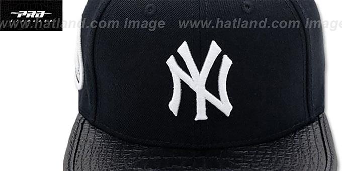 2803e76fde4bb ... Yankees  TEAM-BASIC STRAPBACK  Black Hat by Pro Standard ...