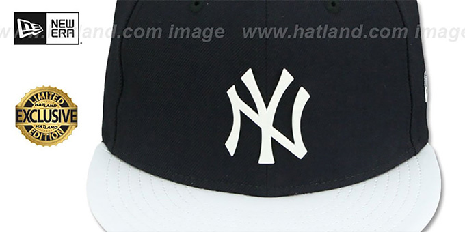 Yankees 'WHITE METAL-BADGE' Navy-White Patent Fitted Hat by New Era