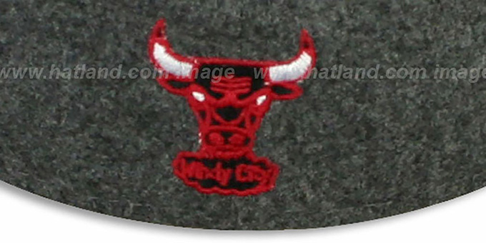 Bulls '2T MELTON-BASIC' Grey-Red Fitted Hat by New Era
