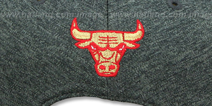 0fa354b3333 ... Bulls  GOLD METAL-BADGE SNAPBACK  Shadow Tech-Red Hat by New Era ...