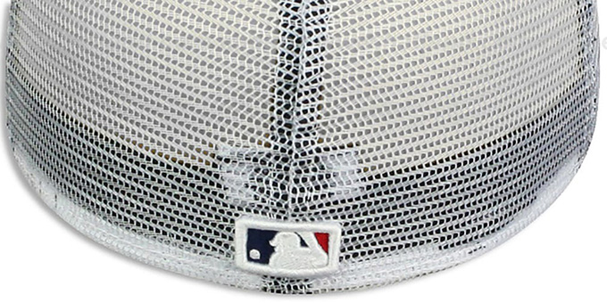Orioles 'USA WAVING-FLAG MESH-BACK' Fitted Hat by New Era