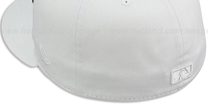 Reds 'WHITEOUT' Fitted Hat by New Era