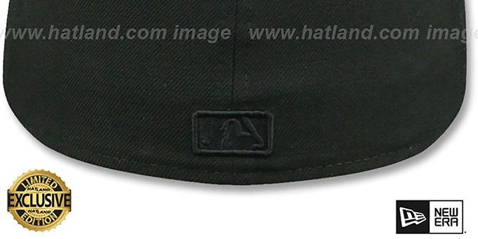 Yankees 'BLACK METAL-BADGE' Black Fitted Hat by New Era