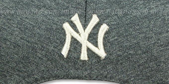 36bb34c460032 ... Yankees  SILVER METAL-BADGE SNAPBACK  Shadow Tech-Navy Hat by New Era  ...