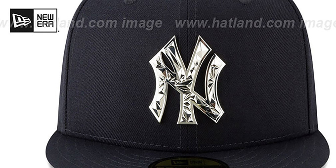 dd66d1bcfb559 ... Yankees  SILVER SHATTERED METAL-BADGE  Navy Fitted Hat by New Era ...