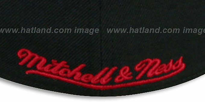 Blackhawks 'CLASSIC-SCRIPT' Black Fitted Hat by Mitchell & Ness