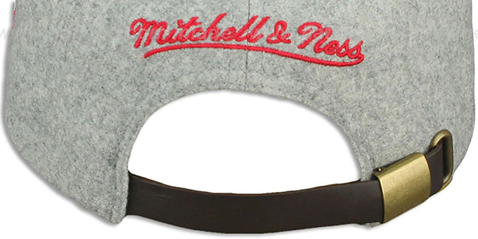 Bulls '2T TAILSWEEPER STRAPBACK' Grey-Red Hat by Mitchell & Ness