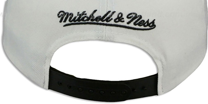 Flyers 'HOMESTAND SNAPBACK' White-Black Hat by Mitchell & Ness